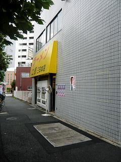 ラーメン二郎三田本店(店頭)