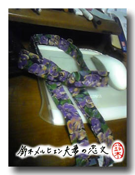 パープル花柄布ブレスレットチョーカー。長リボンの細めデザイン。
