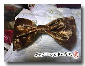 旦那作・ベロア生地のリボンパッチンどめ。髪の色となじむので使いやすい色。