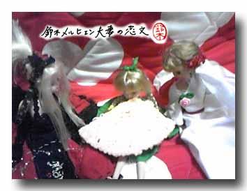 えびせん大食い選手権お人形部門・ここまでやる奴がいるとは・・・。唖然とするギャラリー。