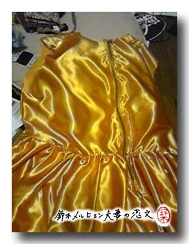 嫁ドレス計画、スカート縫い付けで8等分のうち3ブロックが完成。スカートにギャザーを寄せていきます。