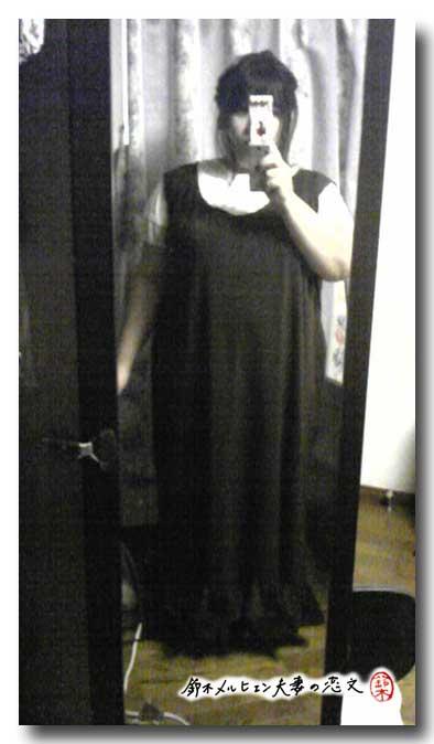 焦茶ニットのジャンパースカート、裾フリルも縫い付けて完成。秋冬にタートルネックと合わせても。