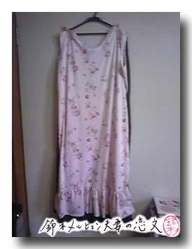 水玉+花柄ニットのワンピース。裾フリルでガーリーなデザインになりました。