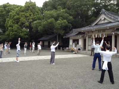 大阪護国神社清掃奉仕活動003