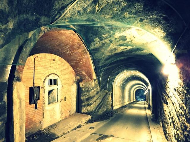隧道内洞窟式弾薬庫