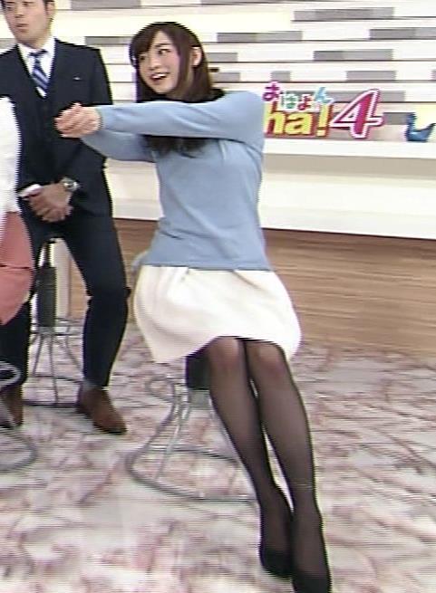 新井恵理那 黒ストッキング