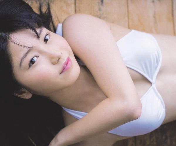 アイドル AKB48 横山由依 皆と一緒の高画質な水着画像など65枚 アイコラ ヌード おっぱい お尻 エロ画像a001a.jpg