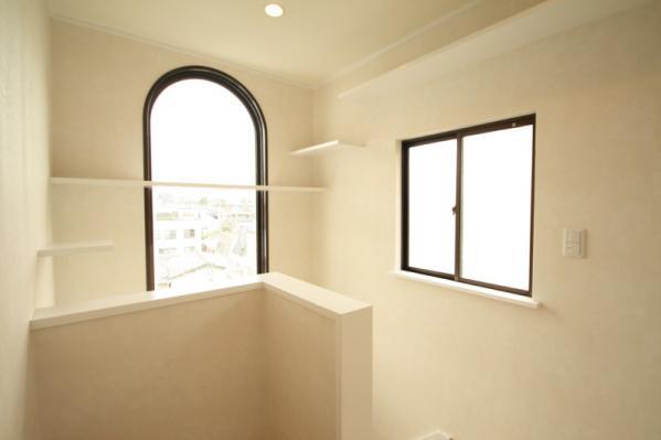 2階共用2窓