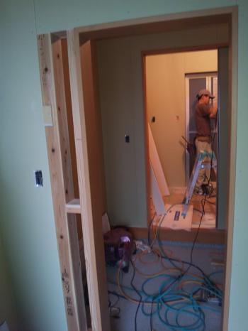 玄関収納から脱衣室