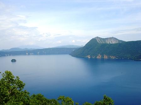 山の神の湖