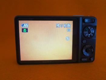 デジタルカメラ(DSC-WX-1)のレンズにゴミが入ってしまいました。