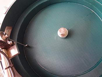 信和技研 / 自動車エンジン向けボルト用パーツフィーダー(小型版)