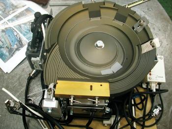 信和技研 / 水晶振動子用パーツフィーダーの改造機ご紹介