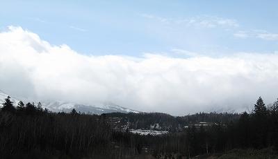 s-山は雲の下、、、