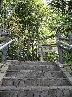 s-ちょっと小高い所に白金神社