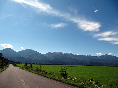 s-空と山と道、、、