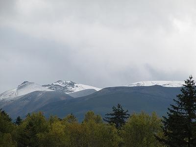 s-間の山も雪