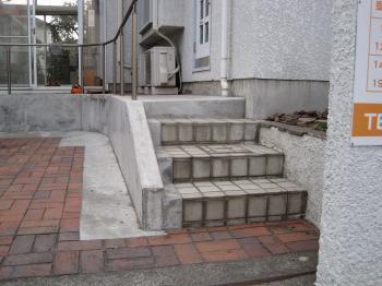 入り口階段プレートなし
