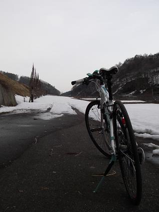 自転車(雪で行き止まり)