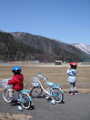 自転車(我が家のちび二人)