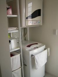 洗面所奥 洗濯機置き場