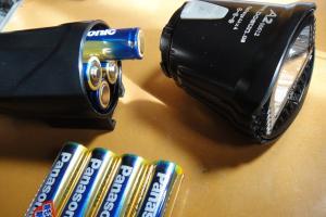 乾電池4個
