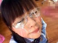 メガネ女子校生の可愛いフェラ