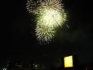 300px-Jingu_Fireworks_08-1[1]