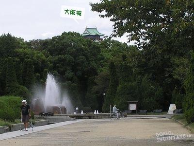 大阪城がちょこっと見えます