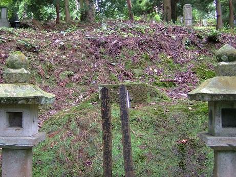 新井白蛾の墓 (7)