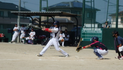 P9283480宅急便1回裏2死一塁から4番麻生が中超え三塁打を放ち1点先制