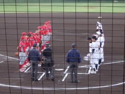 PA083708午前6時10分試合開始 一塁側金た郎 三塁側トウヤ