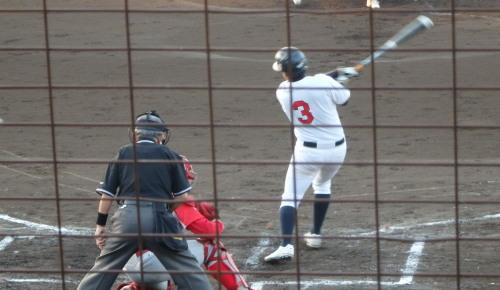 PA083731金た郎 2回表1死三塁から7番が左前打を放ち1点勝ち越す