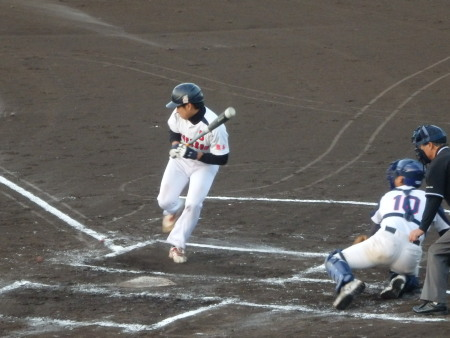 PA093830金た郎1回裏1死満塁から5番が死球で押し出し1点先制