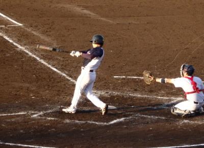 PA093873続く4番も左中間二塁打で続き2対2の同点とする