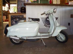 lambretta_li_125cc_blue_used_scooter_thumb_bigger.jpg