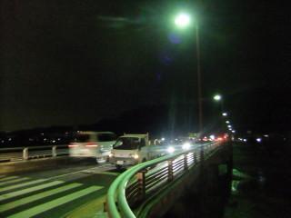 松尾橋と67系統(松尾橋を渡ってバス停へ)_03_2011-02-17