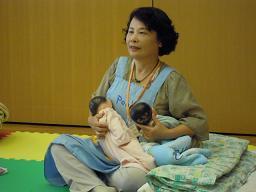 ふたごのための育児教室 011s