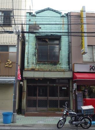 本郷2-24辺りの銅板葺建物②