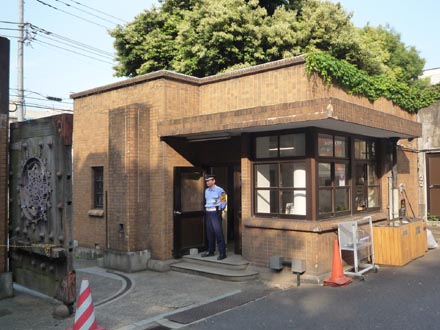 東大弥生門の守衛小屋