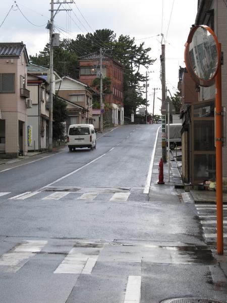 日和山へ向う坂道