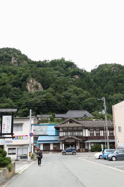 山寺駅前からの遠景