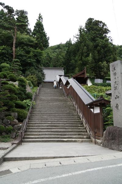 山寺への石段