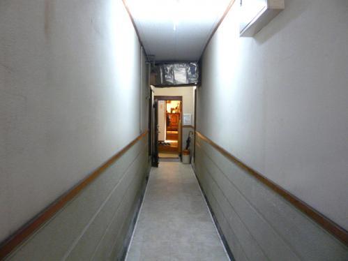 隠れ家店内1