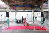 「SLばんえつ物語」号の出発セレモニーに向けて準備が進められる新潟駅6・7番線ホーム