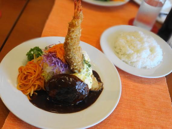 洋食工房ヒロ ハンバーグステーキと海老フライの盛り合わせ