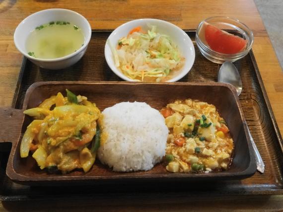 ロッディー 海鮮イエローカレー炒めランチ