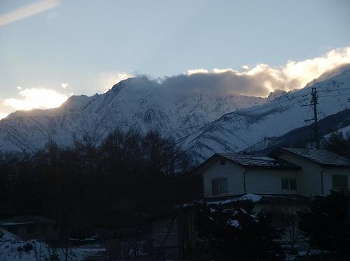 山の日が陰る