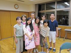 初級クラスの記念写真、記念品がとても素敵