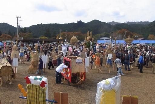 秋の味覚祭とかかし祭の会場
